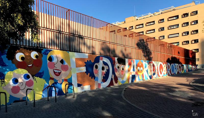 mural izas azulpatio ceip eduardo rojo fachada pano izq 3