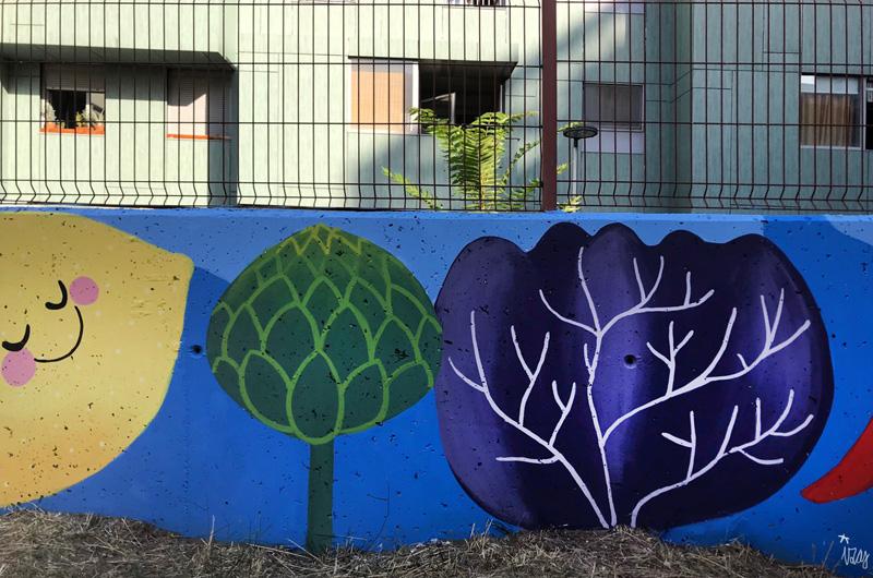 mural izas azulpatio ceip eduardo rojo huerto alcachofa