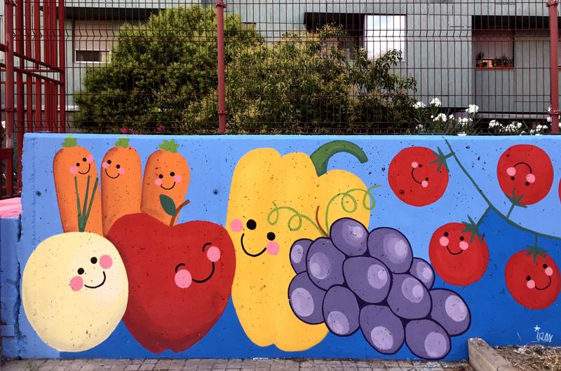 mural izas azulpatio ceip eduardo rojo huerto entrada