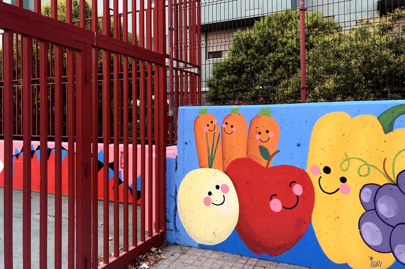 mural izas azulpatio ceip eduardo rojo huerto entrada 2