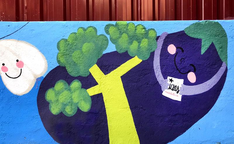 mural izas azulpatio ceip eduardo rojo huerto firma