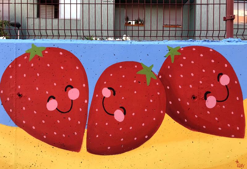 mural izas azulpatio ceip eduardo rojo huerto fresitas