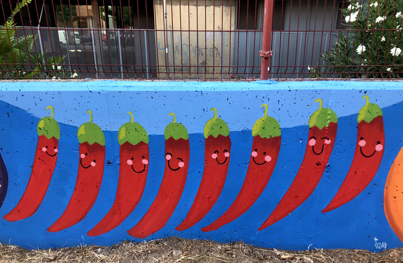 mural izas azulpatio ceip eduardo rojo huerto guindillas