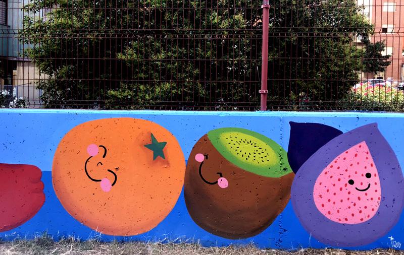 mural izas azulpatio ceip eduardo rojo huerto kiwi
