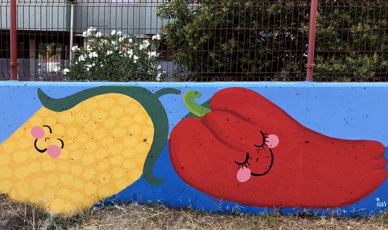 mural izas azulpatio ceip eduardo rojo huerto pimiento