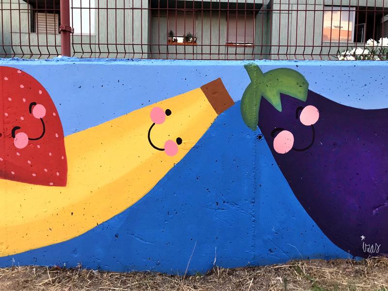 mural izas azulpatio ceip eduardo rojo huerto plátano