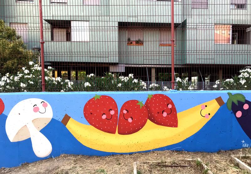 mural izas azulpatio ceip eduardo rojo huerto plátano y fresas