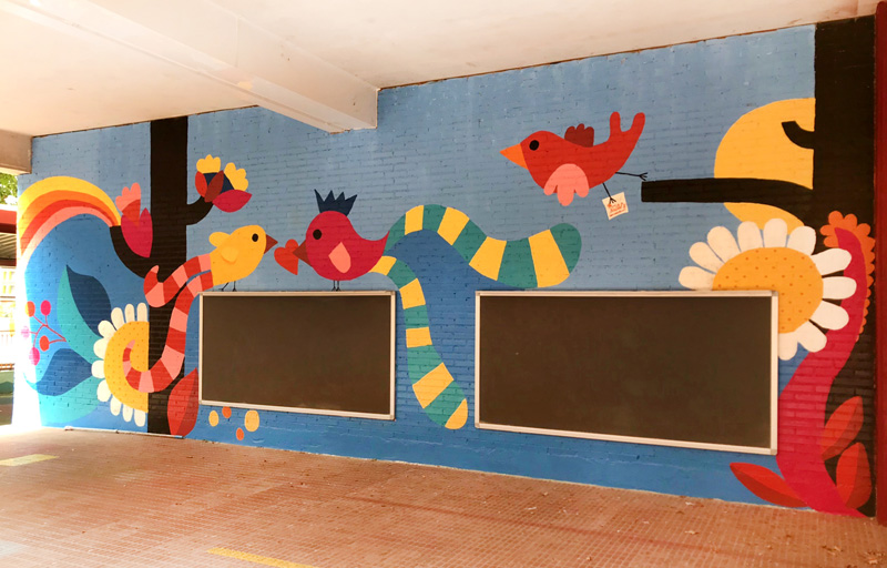 mural izas azulpatio ceip eduardo rojo ladrillo dcha
