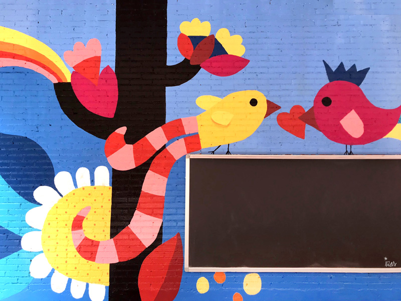 mural izas azulpatio ceip eduardo rojo ladrillo detalle 1