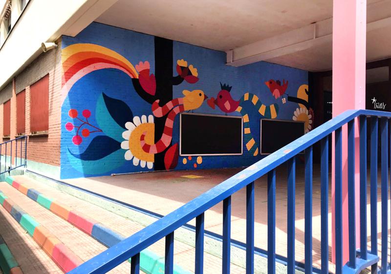 mural izas azulpatio ceip eduardo rojo ladrillo izq