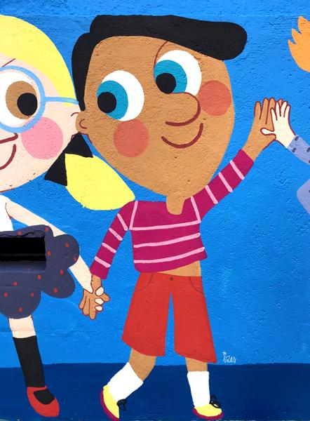 mural izas azulpatio ceip eduardo rojo niños detalle 2