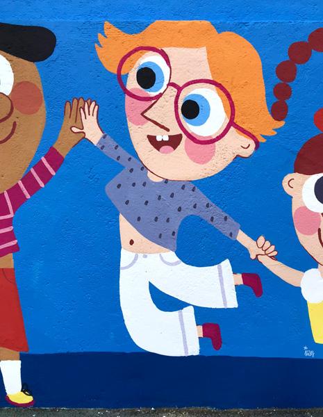 mural izas azulpatio ceip eduardo rojo niños detalle 5