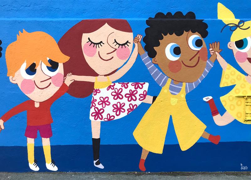 mural izas azulpatio ceip eduardo rojo niños detalle 7