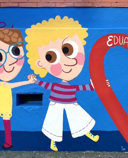 mural izas azulpatio ceip eduardo rojo niños detalle 8