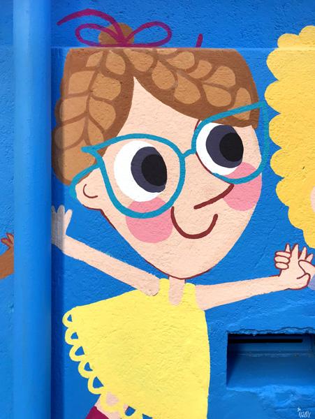 mural izas azulpatio ceip eduardo rojo niños detalle 9