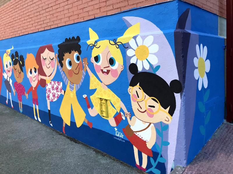 mural izas azulpatio ceip eduardo rojo niños esquina decha