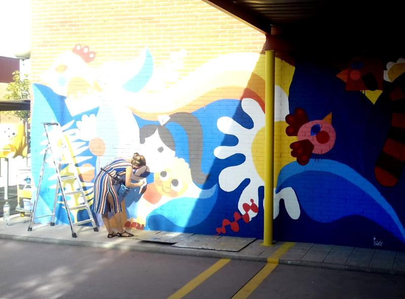mural izas azulpatio ceip loyola de palacio infantil proceso