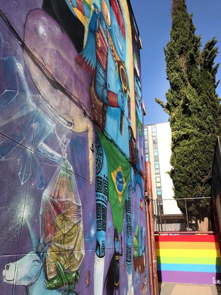 mural izas azulpatio ceip asunción rincón lgtbi 2