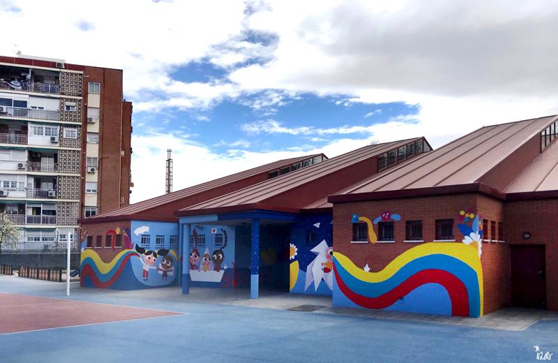 mural izas azulpatio ceip mesonero romanos pano dcha