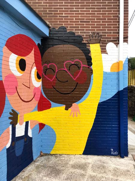mural izas azulpatio ceip virgen de la paz detalle 5