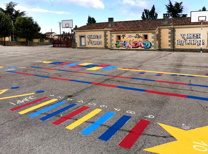 mural izas azulpatio ceip virgen de la paz juegos circuito 4