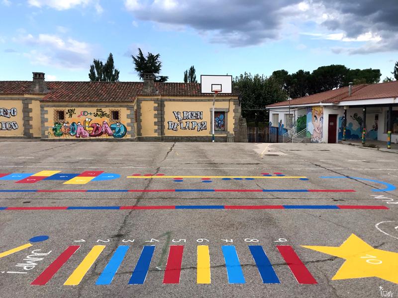 mural izas azulpatio ceip virgen de la paz juegos circuito 5