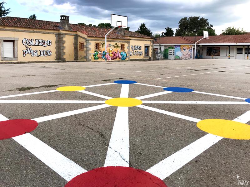 mural izas azulpatio ceip virgen de la paz juegos tres en raya 2