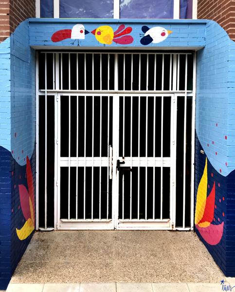mural izas azulpatio ceip virgen de la paz puerta 2