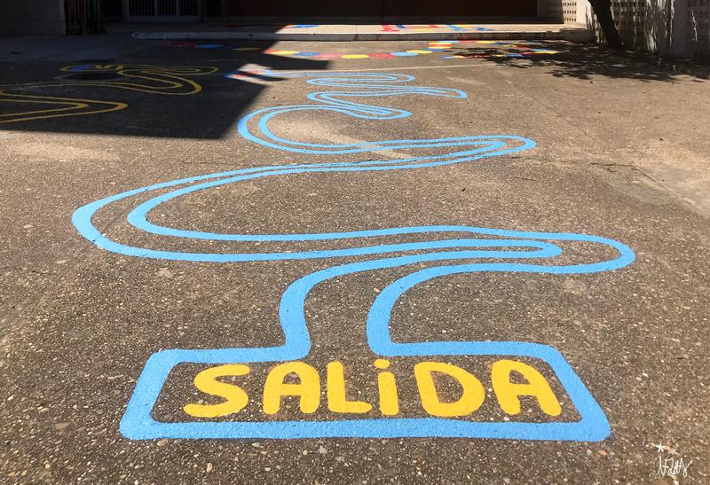 mural izas azulpatio colegio ave maría circuito chapas 2