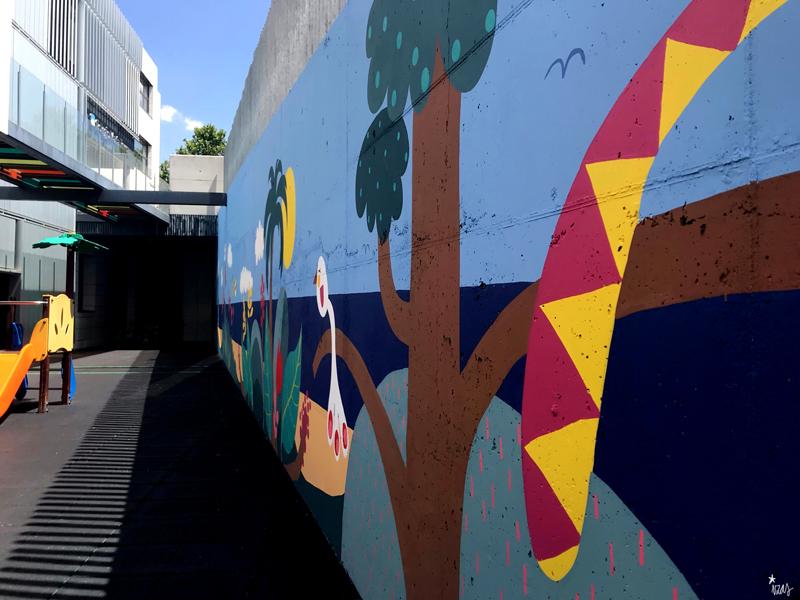 mural izas azulpatio colegio maria teresa pano dcha 2