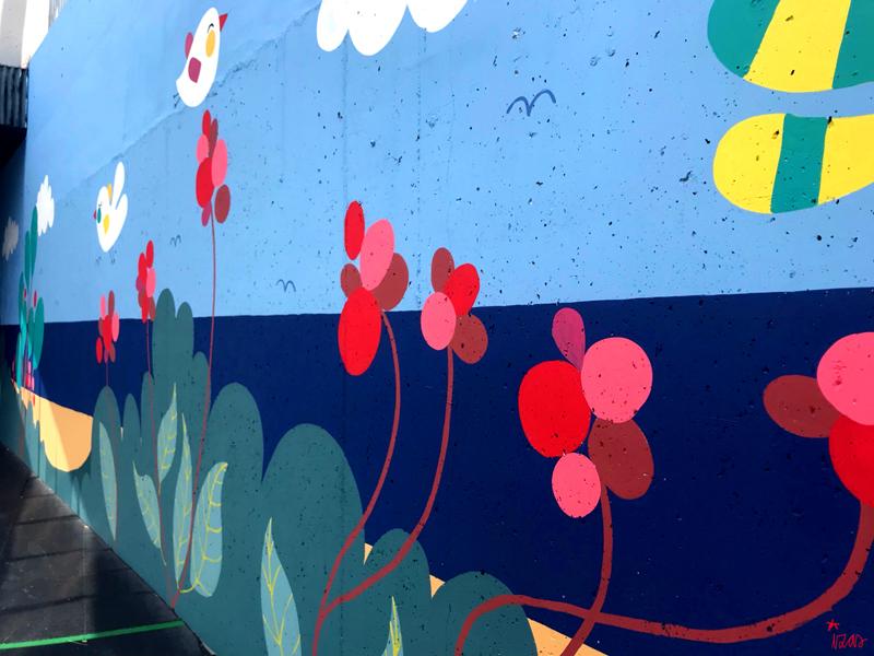 mural izas azulpatio colegio maria teresa pano dcha 3