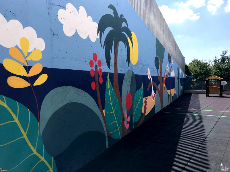 mural izas azulpatio colegio maria teresa pano izq 1