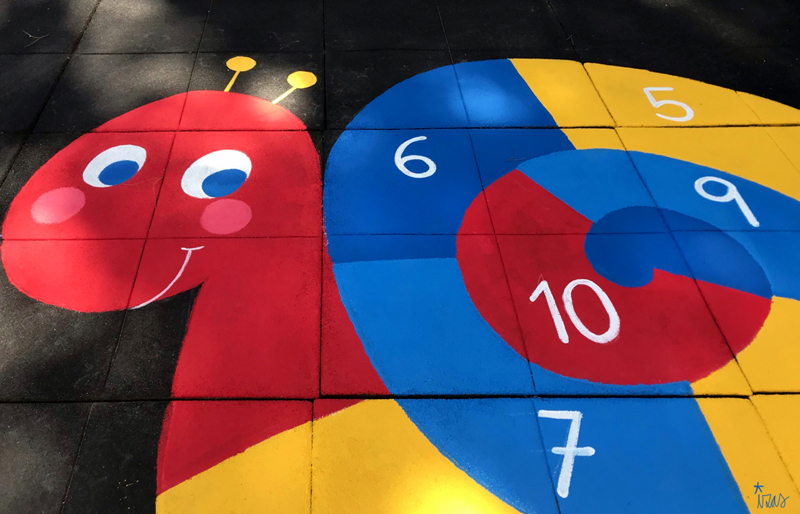 mural izas azulpatio maristas villalba caracol 2